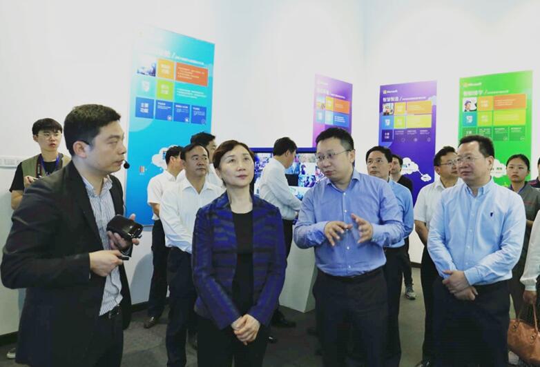 省政协主席李微微调研湘投集团湖南微软创新中心